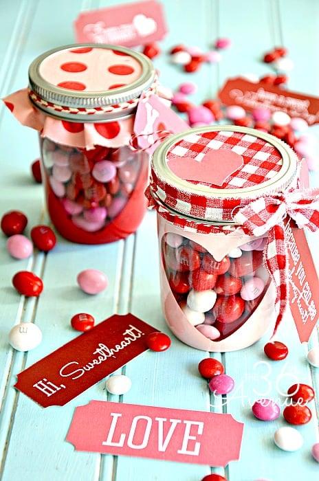 15 Cute Valentine's Day Mason Jar Gifts